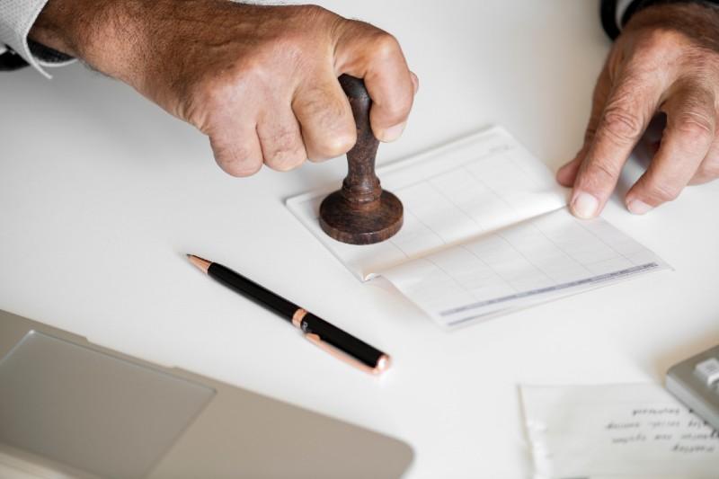 Számlázási tévhitek: az aláírás