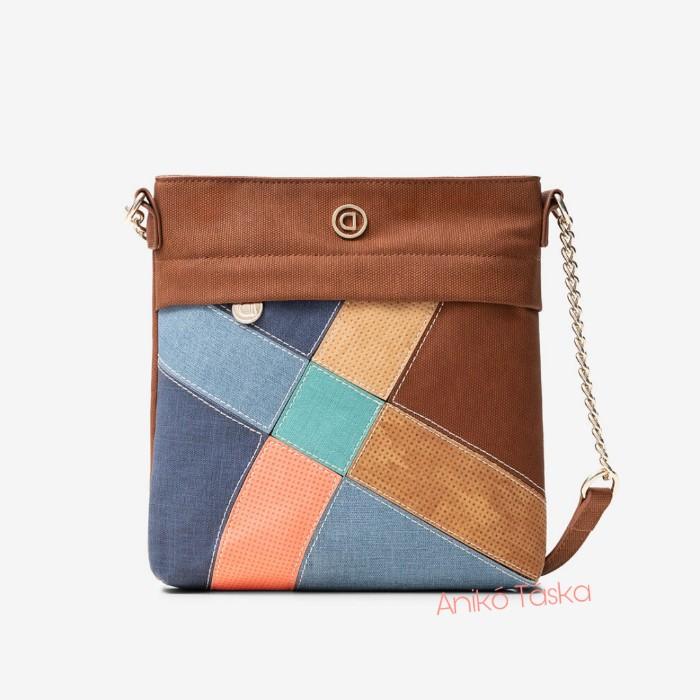 Desigual női táska lapos oldaltáska hosszú pántos patcwork mintás
