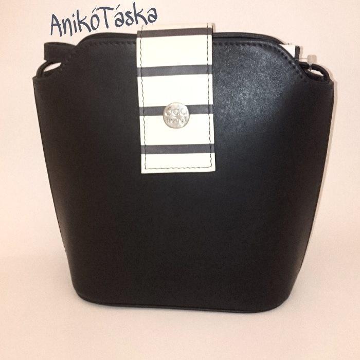 Hanga bőr női táska sötétkék tengerész csíkos kis fedéllel 6ae240cf61