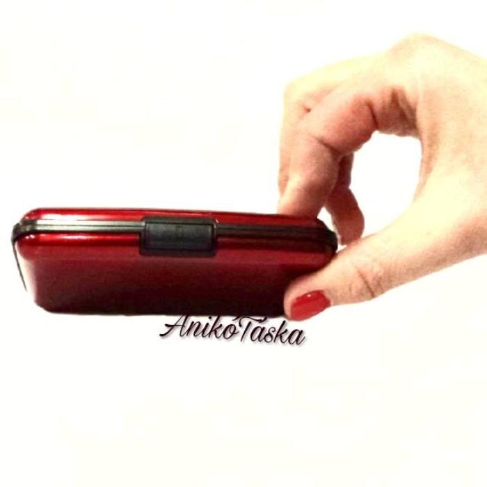 Fém kártyatartó bordás piros