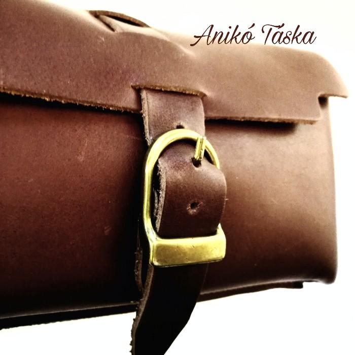 Bőr övre tehető táska barna