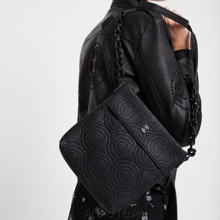 Desigual láncos átvetős kis táska fekete